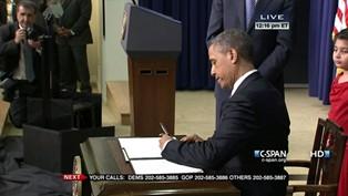 obama_signs_011613